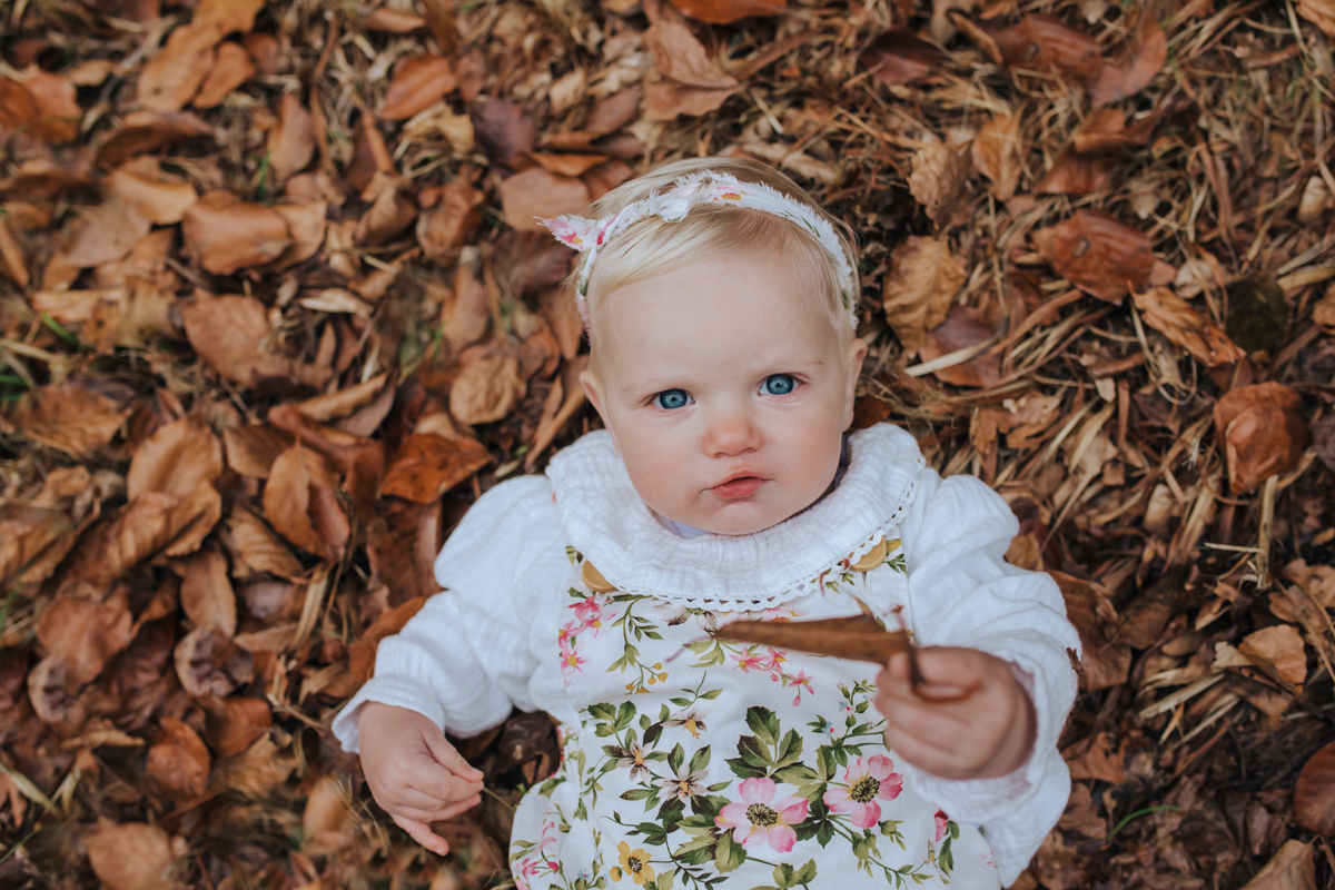 baby photography in autumn