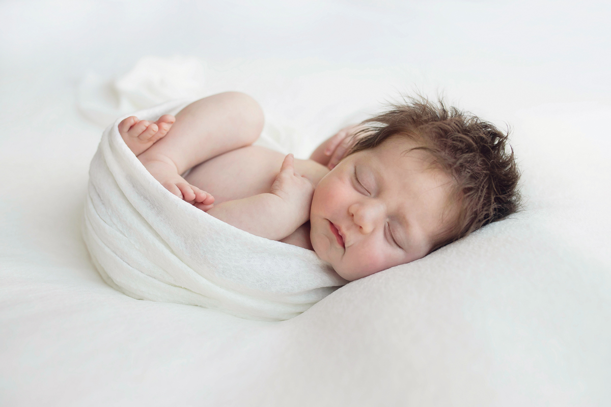 Simple, timeless and pure newborn photography